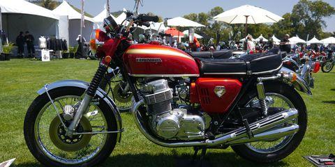 Land vehicle, Motorcycle, Vehicle, Motor vehicle, Car, Classic, Rim, Automotive design, Motorcycle accessories, Automotive wheel system,