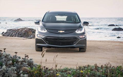 Automotive design, Vehicle, Land vehicle, Headlamp, Hood, Grille, Coastal and oceanic landforms, Car, Automotive exterior, Automotive lighting,