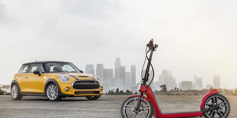 With a maximum speed of up to 25 km/h (15 mph) and an electric range of some 15 to 25 kilometers (10 - 15 miles), the MINI Citysurfer Concept is ideally suited for day-to-day use over short distances
