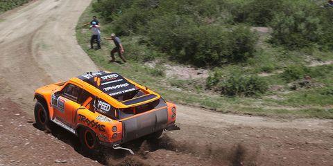 Robby Gordon overcame a crash to move up in the Dakar Rally standings on Thursday.