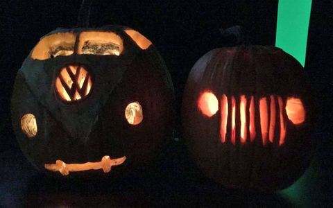 Michael Wayland and Michael Martinez of the Detroit News went head-to-head in a car-themed jack-o-lantern battle: VW bus versus basically any Jeep (except the YJ).