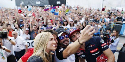 Carmen Jorda, left, gets the selfie treatment with Roberto Merhi, Fernando Alonso and Carlos Sainz Jr.