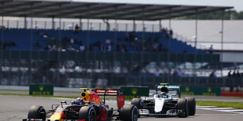 There are rumors floating around F1 that Apple might be looking into buying the commercial rights to the racing series.