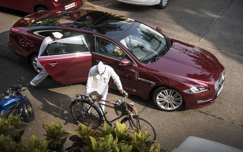 One Indian dabbawalla gets a bicycle, the other a Jaguar XJ (plus Mumbai traffic) with the goal to get their meals across town before lunchtime.
