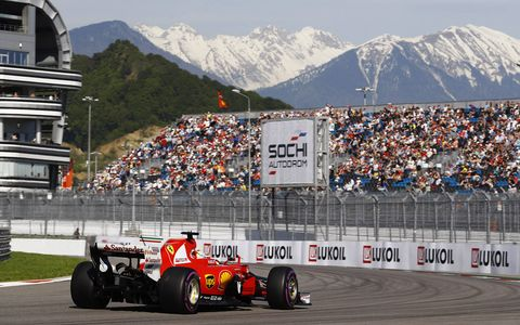 Sébastian Vettel led Saturday's free practice, then won the pole for the F1 Russian Grand Prix.