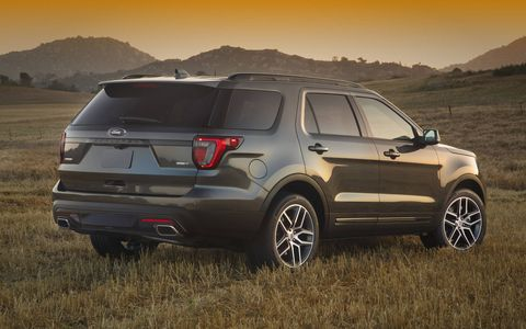 The 2017 Ford Explorer has three rows and top models get a twin-turbocharged EcoBoost V6.