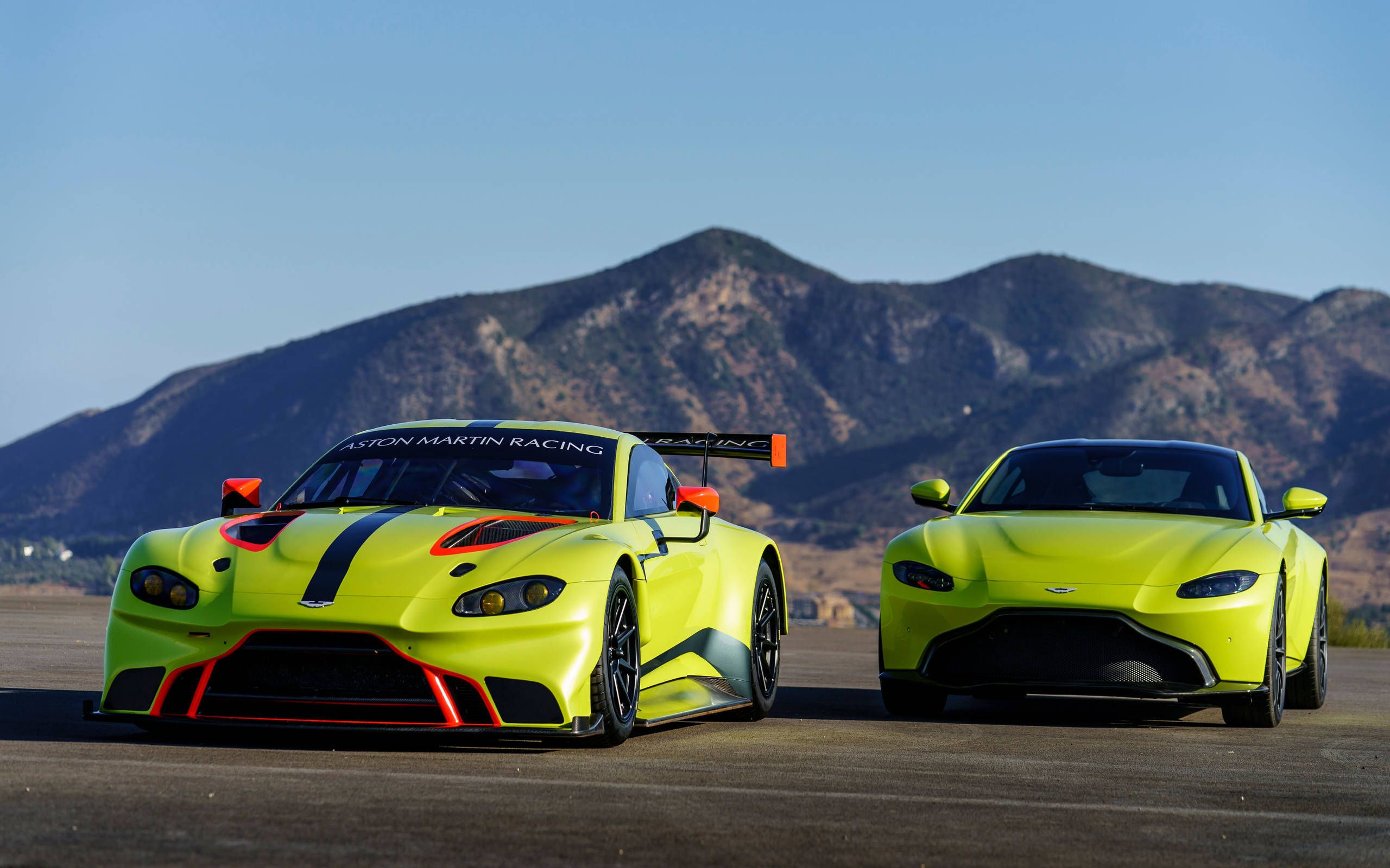 Here S What The 2018 Aston Martin Vantage Looks Like As A Race Car