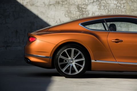 The 2019 Bentley Continental GT standing still, inside and in detail