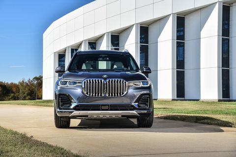 Here is the 2019 BMW X7 xDrive40i. It's big! And it shows real presence going down the road.