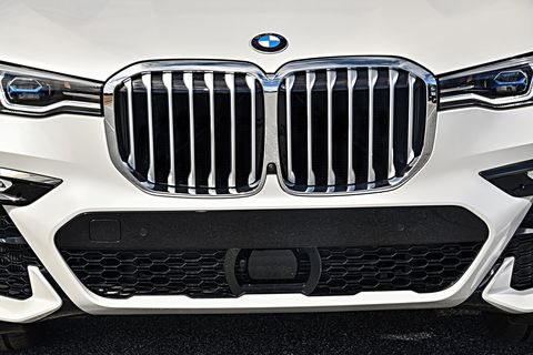 The 2019 BMW X7 xDrive50i in detail