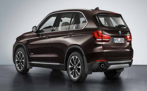 It still has the same basic proportions of the previous X5: short front and rear overhangs, and a boxier overall shape.