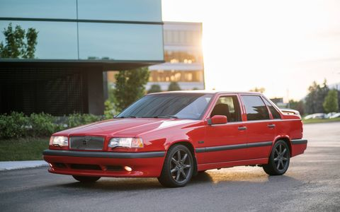 Built in 1996-97 in sedan and wagon form, the 850 R was the successor to the high-tech, high-performance, limited-edition T-5R tire-smoker.