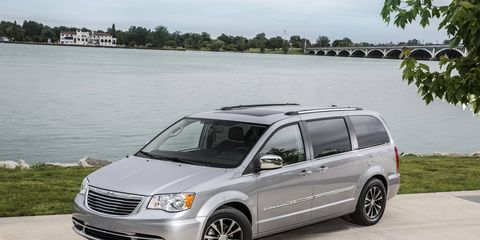 The Chrysler Town & Country delivers an impressive 17 city/25 highway mpg.