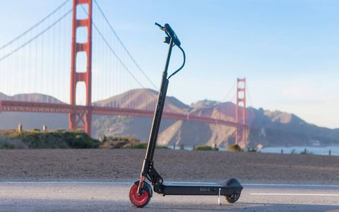 With its high-quality aluminum/stainless steel frame and high-end finishing, the EcoReco scooter is sturdy and designed for adults.