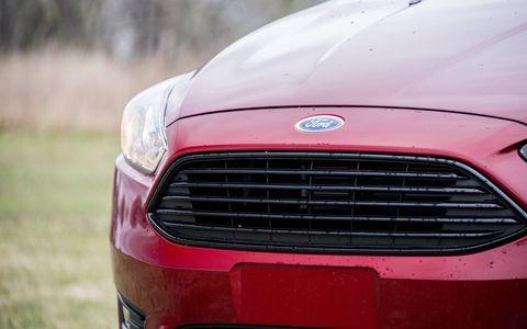 Gallery of the 2016 Ford Focus SE sedan.