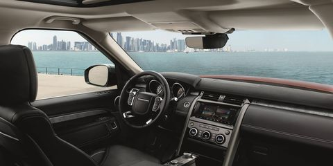 The 2017 Land Rover Discovery measures 195.7 in. long, 87.4 in. wide (mirrors out) and 72.7 in. tall, making it 5.5 in. longer, but 1.6 in lower than the outgoing LR4. Its 115.1 in. wheelbase has increased by 1.5 in., creating more interior space.