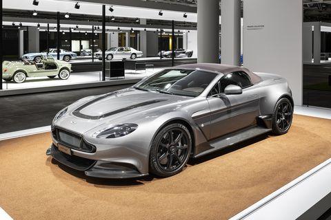 Aston_Martin_GT_12_1_1_2016
