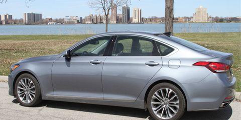 The 2015 Hyundai Genesis expresses a truly modern design through distinctive exterior styling.