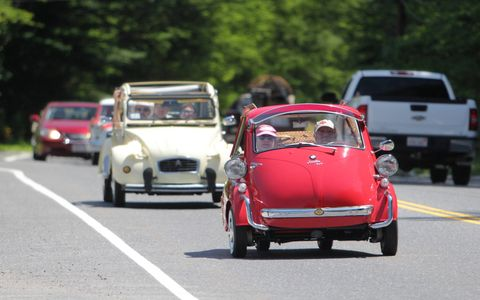 A luggage-equipped BMW Isetta 300 roams the roads among Citroens and Chevrolets.