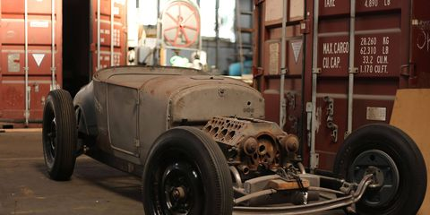 None of those newfangled valves in cylinder heads for this Ford roadster project.