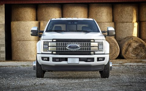 There are 16 segment-first new features – from LED lighting to adaptive cruise control – that assist Super Duty drivers to make driving and work situations easier and more comfortable.