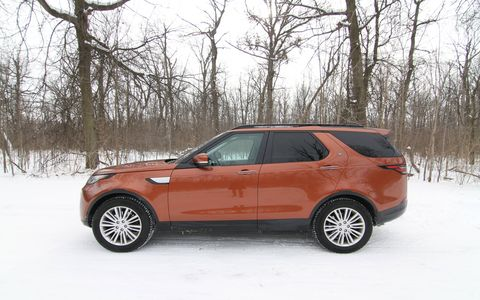 The 2017 Land Rover Discovery diesel comes with a turbocharged V6 delivering 254 hp and 443 lb-ft of torque.