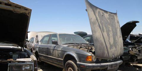 1990 BMW 7-Series in California wrecking yard. MSRP: $53,650 ($98,212 in 2016 dollars)