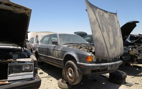 1990 BMW 7-Series in California wrecking yard. MSRP: $53,650 ($98,212 in 2016 dollars)