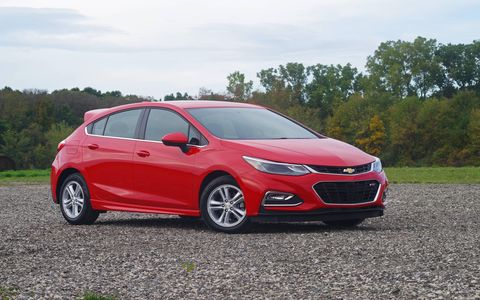 The same 1.4-liter turbocharged I4 that powers the sedan also gives power to the Chevrolet Cruze hatchback.