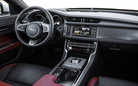Configurable Dynamics improves the driving experience by allowing the driver to individually tune settings for the suspension, steering, throttle and transmission through the vehicle's touchscreen.