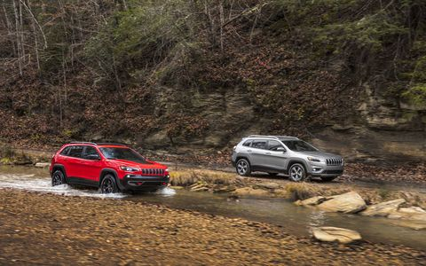 The Jeep Cherokee gets a new 2.0-liter I4 engine and a facelift for the 2019 model year.