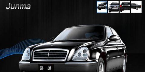 Motor vehicle, Mode of transport, Automotive mirror, Automotive design, Transport, Hood, Vehicle, Automotive lighting, Headlamp, Automotive parking light,
