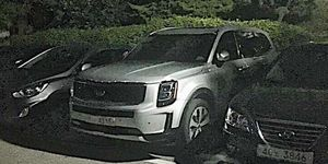 Instagram user saudi_shift spotted this large Kia SUV with little or no disguise.