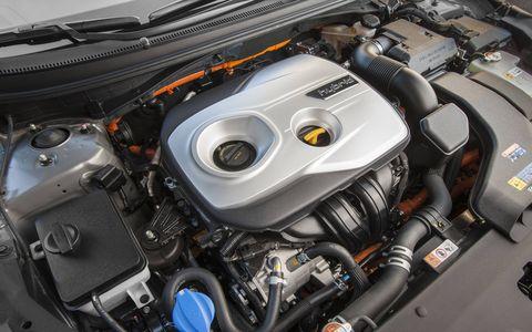 Hyundai shows off the 2018 Hyundai Sonata Hybrid and Plug-in Hybrid at the Chicago Auto Show.