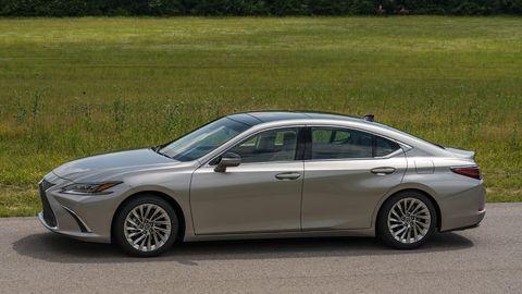 The 2019 Lexus ES comes in three basic trims: ES 350, ES 350 F-Sport, ES 300h.