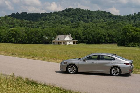 The 2019 Lexus ES300h hybrid comes with a 2.5-liter four and battery making 215 total system hp. A continuously variable transmission sends power to the front wheels only.
