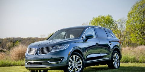 Lincoln's refreshed MKX uses Ford Edge underpinnings, with a 2.7-liter twin-turbo V6 powering this midsize crossover.
