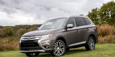 The 2018 Mitsubishi Outlander SEL pairs a 2.4-liter four-cylinder engine with a continuously variable transmission.