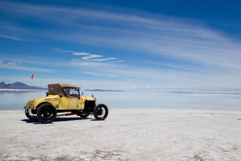 Teddy Tetzlaff, driving his Blitzen-Benz to 141.73 mph, set the first land speed record at Bonneville in 1914.