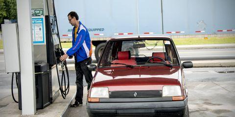 Automotive design, Vehicle, Automotive parking light, Car, Automotive lighting, Grille, Gas pump, Filling station, Hood, Windscreen wiper,
