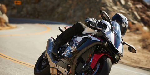 The YZF-R1S has the same 1.0-liter four-cylinder engine but with steel con rods instead of titanium.