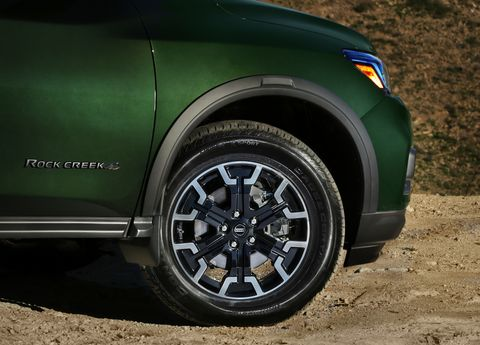 The 2019 Nissan Pathfinder Rock Creek Edition in detail. See the black door handles, roof rails, unique wheels and special logos