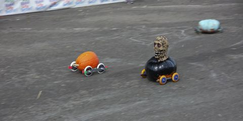 Note the axle stabilizing devices that may or may not be critical to pumpkin glory.