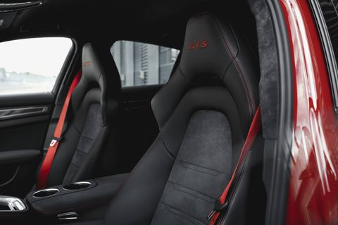 A quick look inside the Porsche Panamera GTS