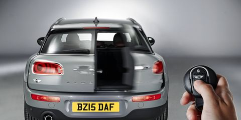 """The """"barn door"""" tailgate continues the Clubman tradition, but also impairs visibility. The hands-free operation is standard."""