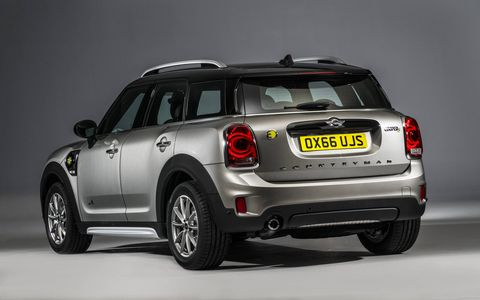 The 2018 Mini Cooper S E Countryman All4 has a 1.5-liter turbocharged I3 and electric motor combine to produce a total output of 221 hp.