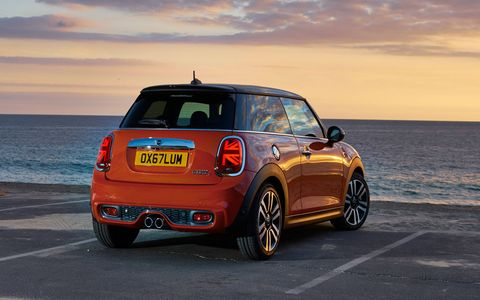 The 2019 Mini Cooper Hardtop gets a light refresh with a focus on new tech both outside and inside.