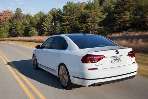 2018 VW Passat GT On the Move