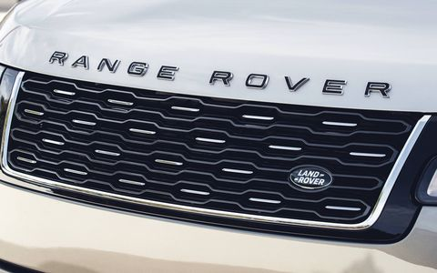 With 557 hp, the 2018 Range Rover Autobiography can do 0-60 in 5.2 seconds.
