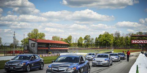 Land vehicle, Vehicle, Car, Full-size car, Transport, Mid-size car, Road, Asphalt, Automotive design, Infrastructure,